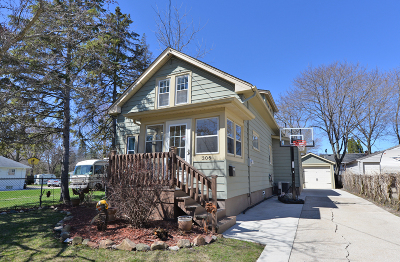Racine Single Family Home Active Contingent With Offer: 306 Blaine Ave
