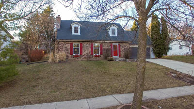 Waukesha Single Family Home Active Contingent With Offer: 720 Cambridge Ave