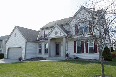 Waukesha County Single Family Home For Sale: 947 Dana Ln
