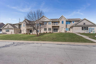 Kenosha Condo/Townhouse For Sale: 3306 55th Ct #138