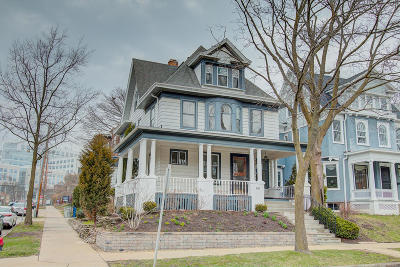 Milwaukee Single Family Home Active Contingent With Offer: 2102 E Kenilworth Pl