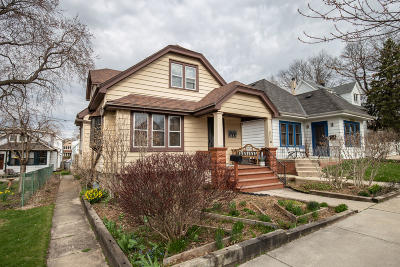 Milwaukee Single Family Home Active Contingent With Offer: 3117 S Illinois Ave