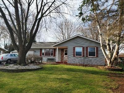 Watertown Single Family Home For Sale: 1221 Doris St