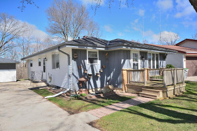 Milwaukee County Single Family Home Active Contingent With Offer: 6183 N River Trail Dr