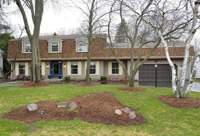 Milwaukee County Single Family Home For Sale: 9421 N Fairway Cir