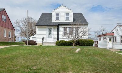 Milwaukee County Single Family Home For Sale: 4739 S 7th St