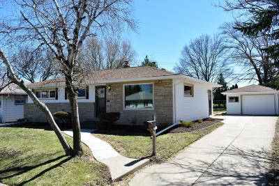Milwaukee County Single Family Home For Sale: 7437 W River Bend Dr