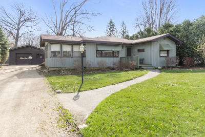 Fontana Single Family Home Active Contingent With Offer: N1524 Oak Shores St