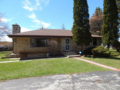 Waukesha Single Family Home For Sale: 20985 Watertown Rd
