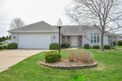 Waukesha County Single Family Home For Sale: 603 Eastern Trl.