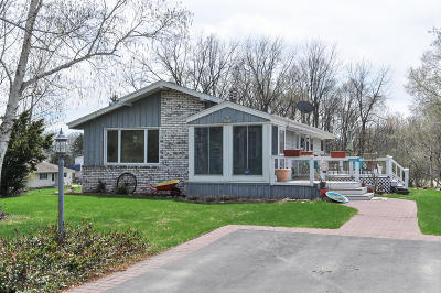 Muskego Single Family Home Active Contingent With Offer: S67w18775 Pearl Dr