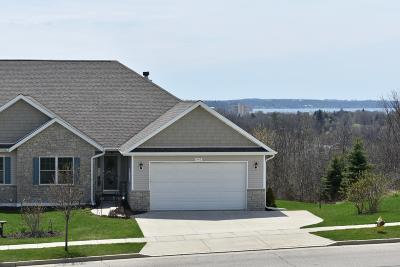 Lake Geneva Single Family Home For Sale: 440 S Stone Ridge Dr.