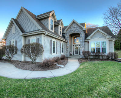 Menomonee Falls Single Family Home For Sale: N61w12919 River Heights Ct