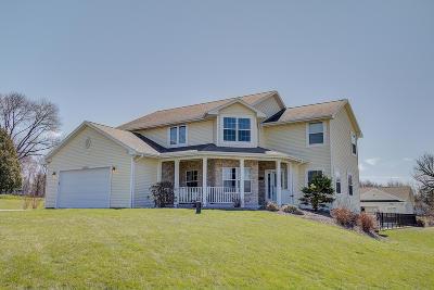 Pewaukee Single Family Home For Sale: N50w27835 N Courtland Cir