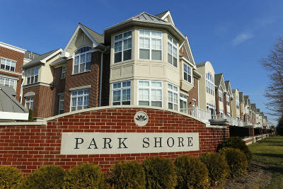 Milwaukee County Condo/Townhouse For Sale: 3872 S Lake Dr #411