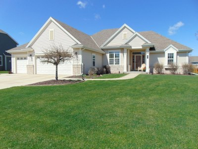 Mukwonago Single Family Home Active Contingent With Offer: 612 Prairie Hill Ave