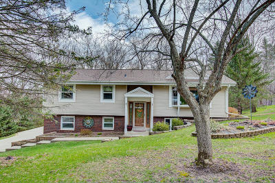 Pewaukee Single Family Home Active Contingent With Offer: W280n1370 Cloverleaf Ln