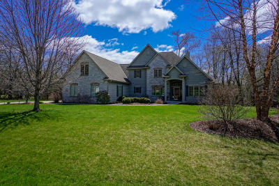 Oconomowoc Single Family Home For Sale: N65w34159 Timberline Rd