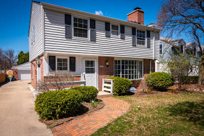 Single Family Home Active Contingent With Offer: 10226 W Park Ridge Ave
