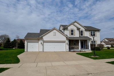Oconomowoc Single Family Home Active Contingent With Offer: 1299 Redwing Dr