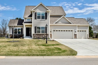 Pewaukee Single Family Home Active Contingent With Offer: N46w22856 Charlotte Way