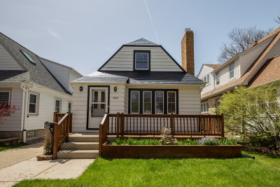 Shorewood Single Family Home For Sale: 4493 N Woodburn St