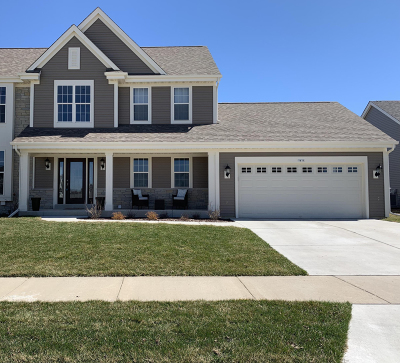 Oconomowoc Single Family Home Active Contingent With Offer: 1411 Prairie Creek Blvd