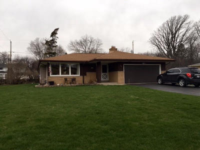 Milwaukee County Single Family Home For Sale: 9111 N Silver Brook Ln
