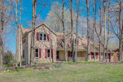 Single Family Home Active Contingent With Offer: 16900 Tanglewood Dr