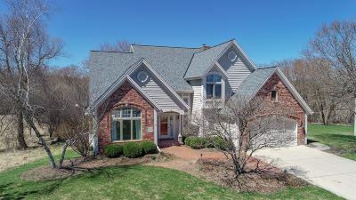 Pewaukee Single Family Home Active Contingent With Offer: W301n1873 Stone Bridge Ct