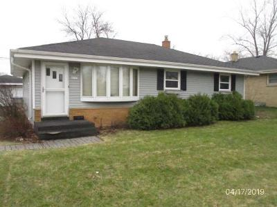 Milwaukee Single Family Home For Sale: 8845 W Brentwood Ave