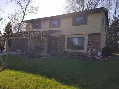 Oak Creek WI Single Family Home For Sale: $315,000