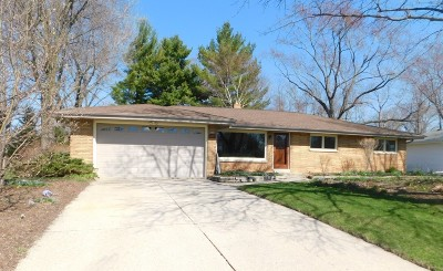 Fox Point WI Single Family Home For Sale: $269,900