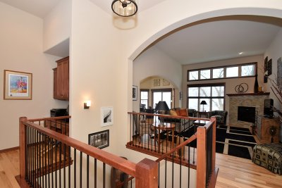 Waukesha Condo/Townhouse Active Contingent With Offer: 1211 Woodland Hills Dr
