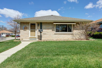Milwaukee WI Single Family Home For Sale: $165,000