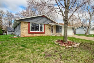 Cedarburg Single Family Home Active Contingent With Offer: W63n985 Holly Ln