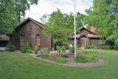 Oconomowoc Single Family Home For Sale: 2031 N Oakwoods Ct