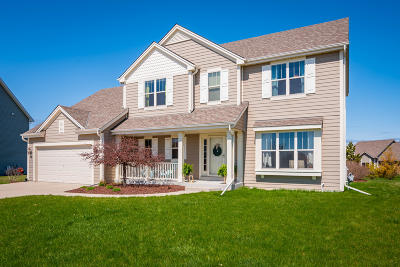 Ozaukee County Single Family Home Active Contingent With Offer: 2400 Pawnee Dr
