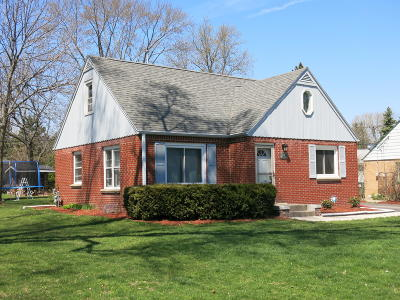New Berlin Single Family Home Active Contingent With Offer: 1537 S 168th St
