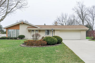 New Berlin Single Family Home Active Contingent With Offer: 3605 S Brentwood Rd