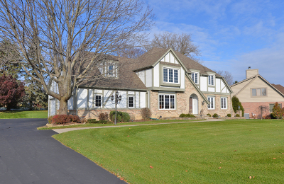 Racine Single Family Home Active Contingent With Offer: 3338 Foxwood Rd