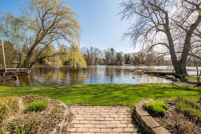 Mequon Single Family Home For Sale: 12614 N Shoreland Pkwy
