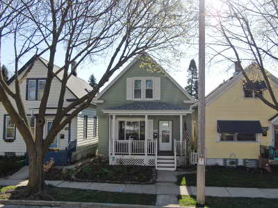 Milwaukee Single Family Home Active Contingent With Offer: 2214 S Woodward St