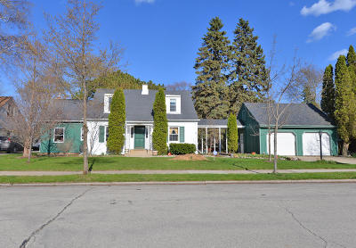 Racine Single Family Home Active Contingent With Offer: 3047 Ruby Ave