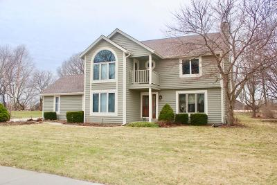 Waukesha Single Family Home Active Contingent With Offer: 3052 Cone View Ln