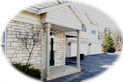 Pewaukee Condo/Townhouse Active Contingent With Offer: N17w26535 Meadowgrass Cir #D