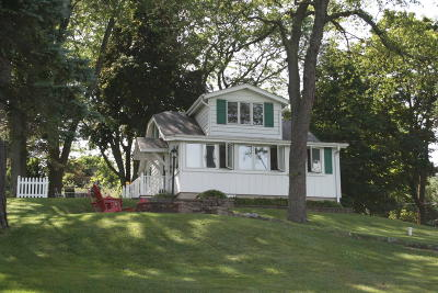 West Bend Single Family Home For Sale: 5016 Lake Dr