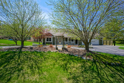 Mukwonago Single Family Home Active Contingent With Offer: S76w32295 Hawthorne Cir