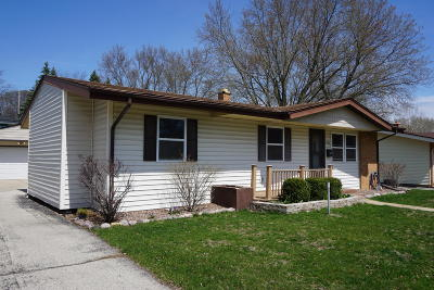 Waukesha Single Family Home Active Contingent With Offer: 1202 Birch Dr