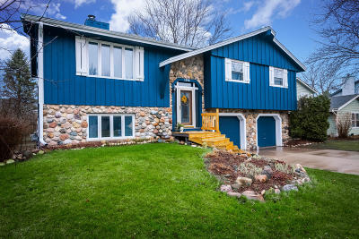 West Bend Single Family Home Active Contingent With Offer: 1914 Hollow Cir